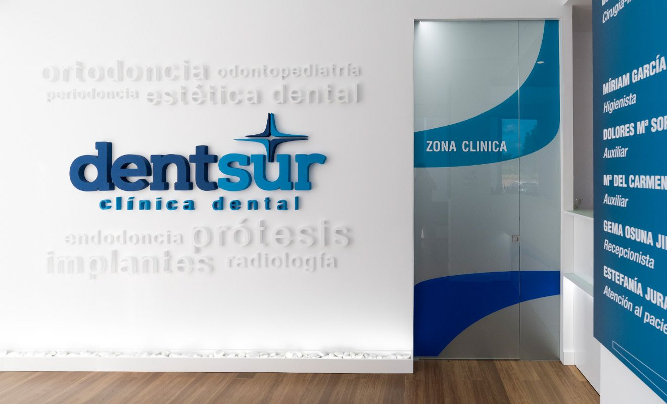 Logotipo corpóreo Dentsur Clínica Dental
